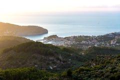 Por do sol de Porto de Soller em Majorca em Balearic Island Foto de Stock