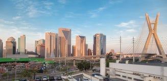 Por do sol de Sao Paulo da ponte de Estaiada Imagens de Stock Royalty Free