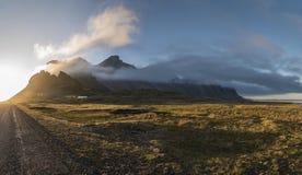 Por do sol de Stokksnes panorâmico Foto de Stock Royalty Free