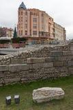 Por do sol de surpresa da rua de Knyaz Alexander I na cidade de Plovdiv, Bulgária imagem de stock