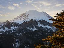 Por do sol de surpresa de Rainier National Park Mountain Peak da montagem fotografia de stock