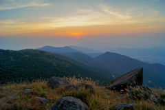 Por do sol de Tai Mo Shan imagem de stock royalty free