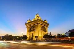 Por do sol de Vientiane Laos em Patuxai fotos de stock royalty free