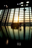 Por do sol do aeroporto Foto de Stock
