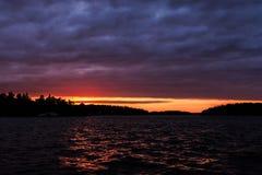Por do sol do arquipélago imagens de stock