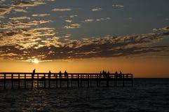 Por do sol do cais de Fising horizontal Fotos de Stock Royalty Free
