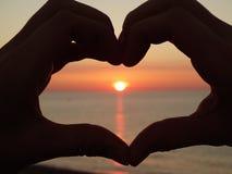 Por do sol do coração fotos de stock