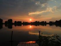 Por do sol do delta de Danúbio imagem de stock