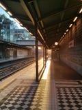 Por do sol do estação de caminhos-de-ferro imagens de stock