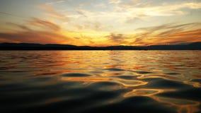 Por do sol do fulgor de noite de Thunderbird acima do mar Imagens de Stock