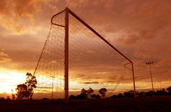 Por do sol do futebol Fotografia de Stock Royalty Free