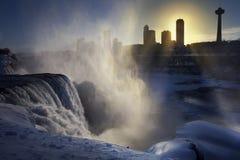 Por do sol do inverno de Niagara Falls imagens de stock