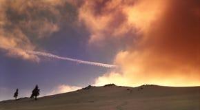Por do sol do inverno em montanhas de Fagarash Fotos de Stock