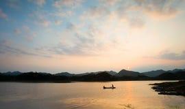 Por do sol do lago Imagem de Stock