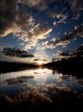 Por do sol do lago Imagens de Stock Royalty Free