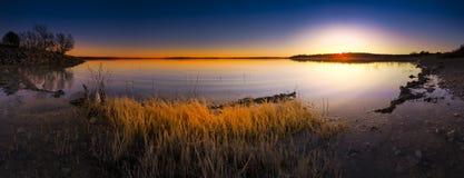 Por do sol do lago Benbrook imagem de stock royalty free