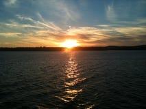 Por do sol do lago rock da tabela fotos de stock