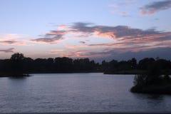 Por do sol do lago Willen Fotos de Stock