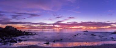 Por do sol do litoral de Califórnia imagem de stock