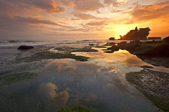 Por do sol do lote de Tanah fotografia de stock royalty free