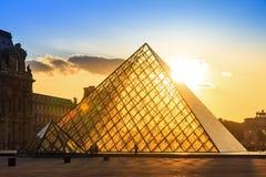 Por do sol do Louvre da mola Imagem de Stock Royalty Free