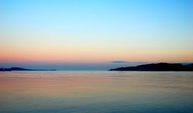 Por do sol do mar colorido Fotos de Stock