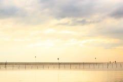 Por do sol do mar em Tailândia Fotos de Stock