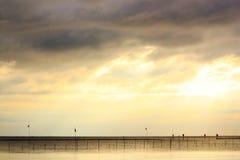 Por do sol do mar em Tailândia Imagens de Stock Royalty Free