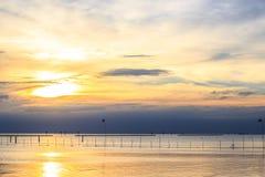 Por do sol do mar em Tailândia Imagem de Stock