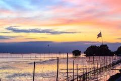 Por do sol do mar em Tailândia Foto de Stock