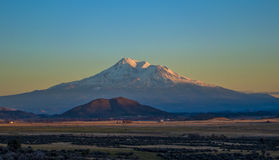 Por do sol do Mt Shasta Foto de Stock Royalty Free