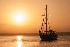 Por do sol do navio fotos de stock royalty free