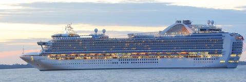 Por do sol do navio de cruzeiros fotografia de stock