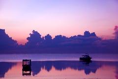 Por do sol do oceano, barco. Oceano Índico Fotografia de Stock Royalty Free