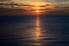 Por do sol do oceano na ilha de Koh Samet, Tailândia Foto de Stock