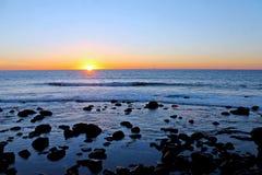 Por do sol do Oceano Pacífico fotografia de stock