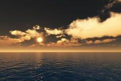 Por do sol do ouro sobre o mar imagens de stock