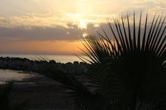 Por do sol do ouro sobre o mar Fotografia de Stock Royalty Free