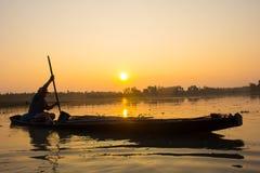 Por do sol do pescador fotografia de stock