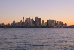 Por do sol do porto da cidade de Sydney fotos de stock royalty free