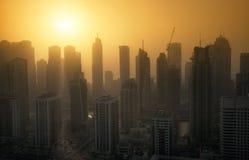 Por do sol do porto de Dubai no verão Em maio de 2017 Imagens de Stock