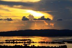 Por do sol do rio de Mandalay Irrawaddy, Myanmar imagem de stock