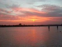 Por do sol do rio de Maroochy fotografia de stock