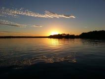Por do sol do rio de Maroochy foto de stock