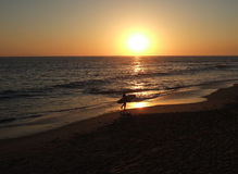 Por do sol do surfista de Califórnia Fotos de Stock