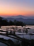 Por do sol do terraço do arroz de YuanYang Fotos de Stock Royalty Free