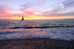 Por do sol do veleiro Imagem de Stock