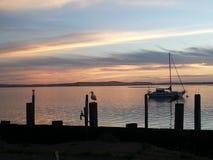 Por do sol do veleiro da baía de Morro Imagens de Stock Royalty Free
