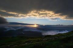 Por do sol do verão na montagem Petros Imagem de Stock