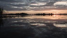 por do sol do verão no lago após a chuva Imagem de Stock Royalty Free